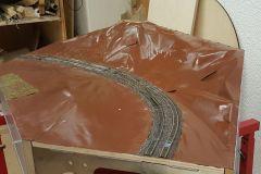 Landschaftsformung in 3D fertig, Gleise nachgeschottert