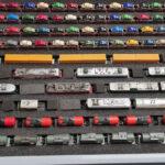 eine mit Loks und Wagen gefüllte RAKO/EURO-Box